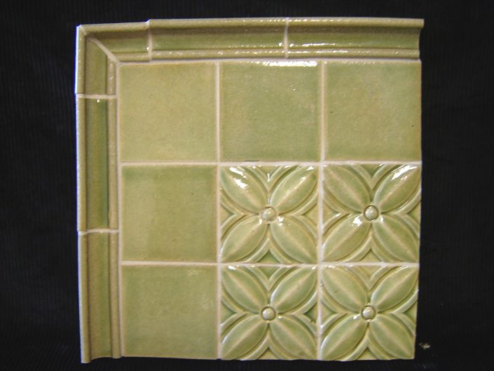 Clover decorative tile in Palm