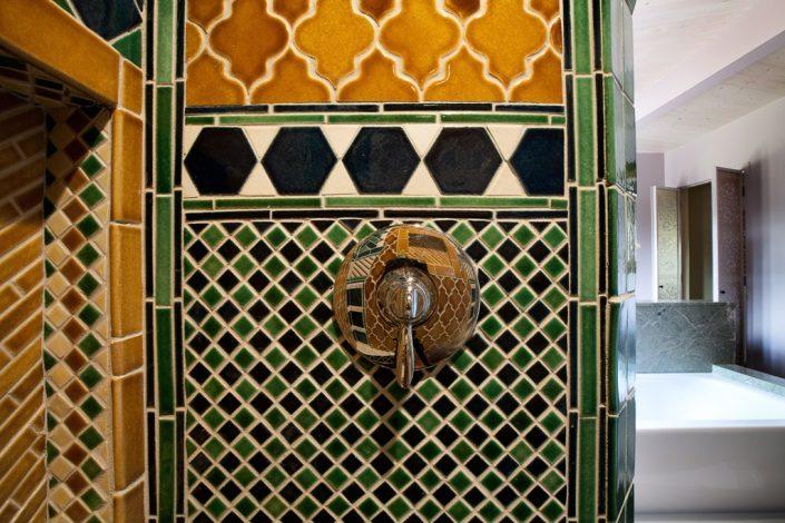 Moroccan motif bathroom (1)
